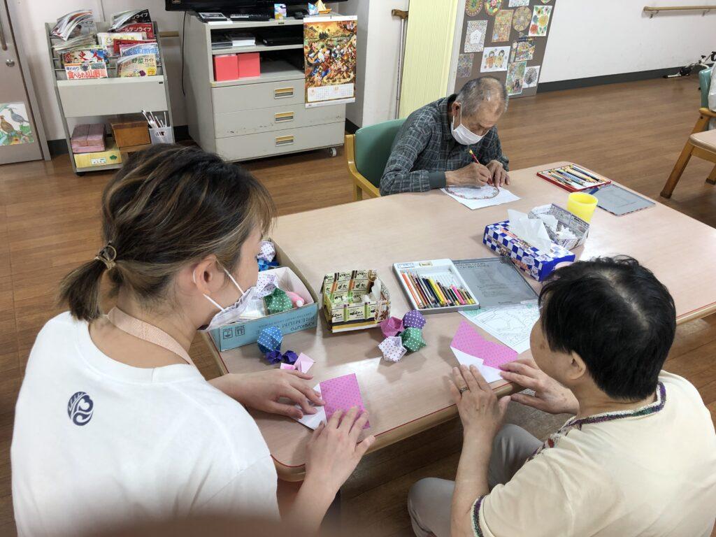 アートセラピー実施中!!